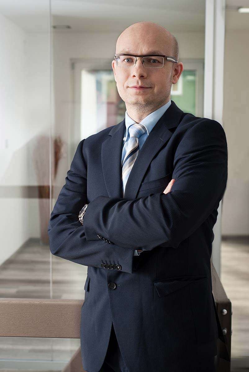 Portrait Rechtansanwalt Beuther und Kollegen - stehend - 01