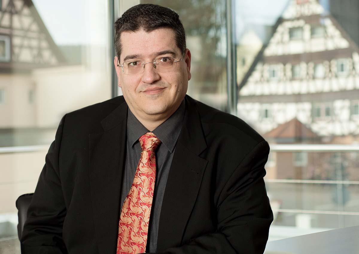 Portrait Rechtansanwalt Beuther und Kollegen - sitzend